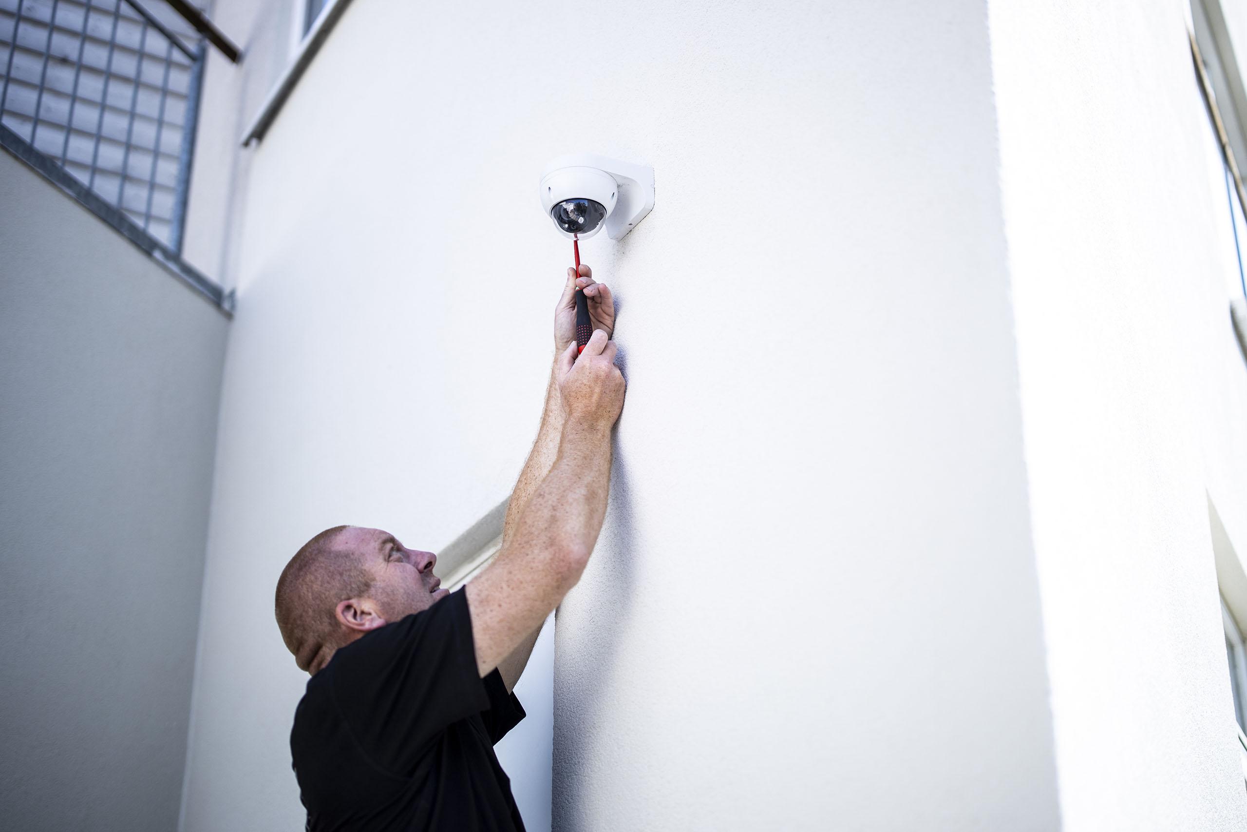 montering af overvågningskamera til sikring